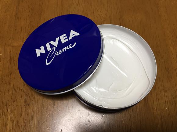 ニベアの青缶で脇の黒ずみは治せる?万能クリームの効果を検証!